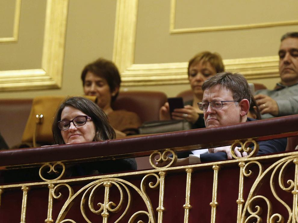 El presidente de la Generalitat Valenciana, Ximo Puig, y la vicepresidenta, Mónica Oltra, en la tribuna de invitados del Congreso de los Diputados.