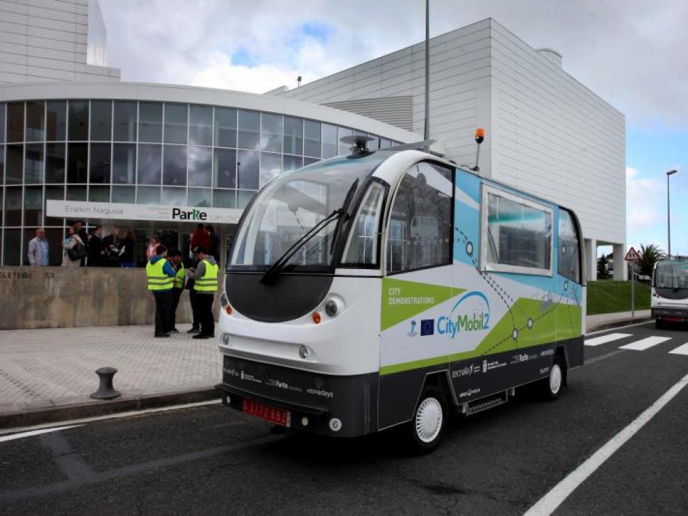 El primer autobús sin conductor circula por el Parque Tecnológico de San Sebastián.