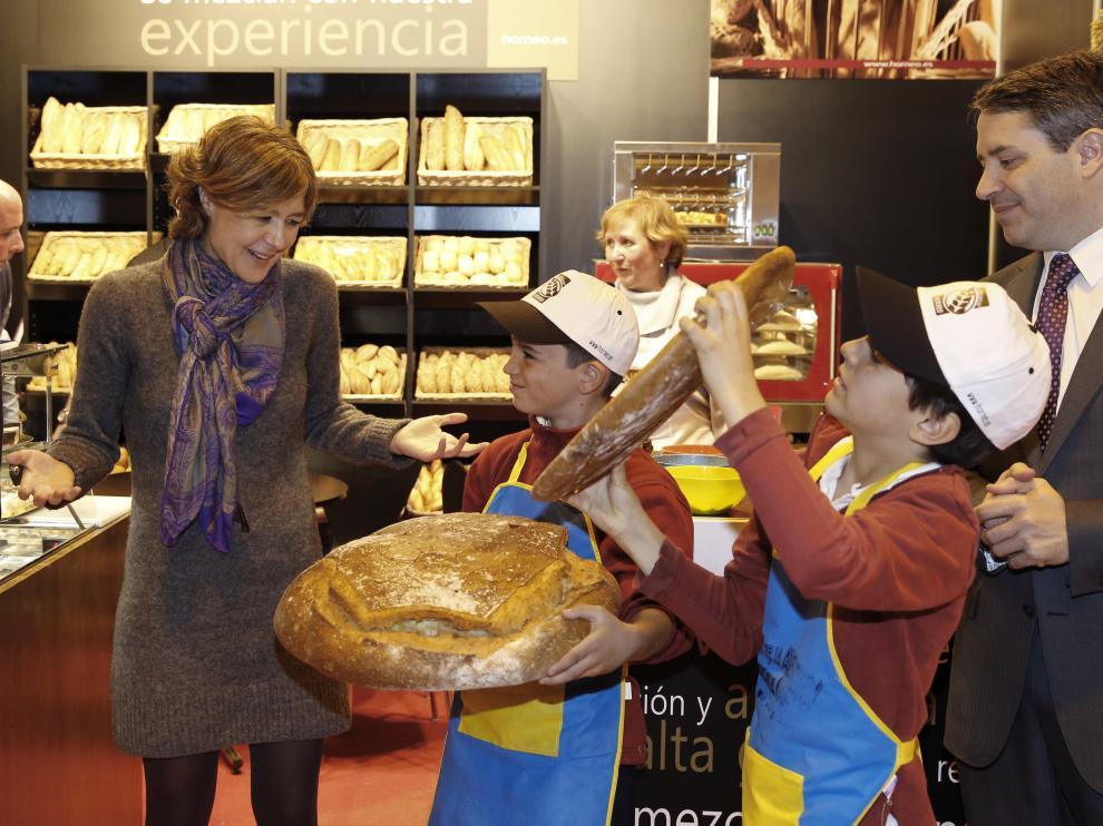 Este pan de 400 gramos, expuesto en el Salón del Gourmet, alcanza los 192 euros debido, sobre todo, al oro y la plata que le acompañan.
