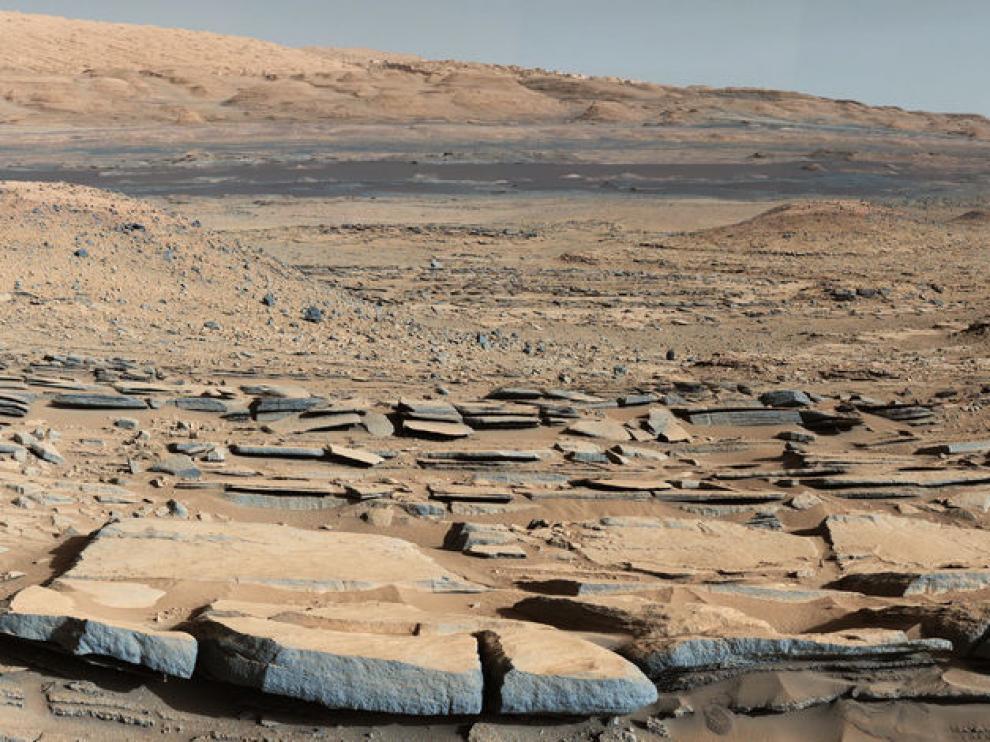 Paisaje marciano en la formación Kimberley desde el rover Curiosity.
