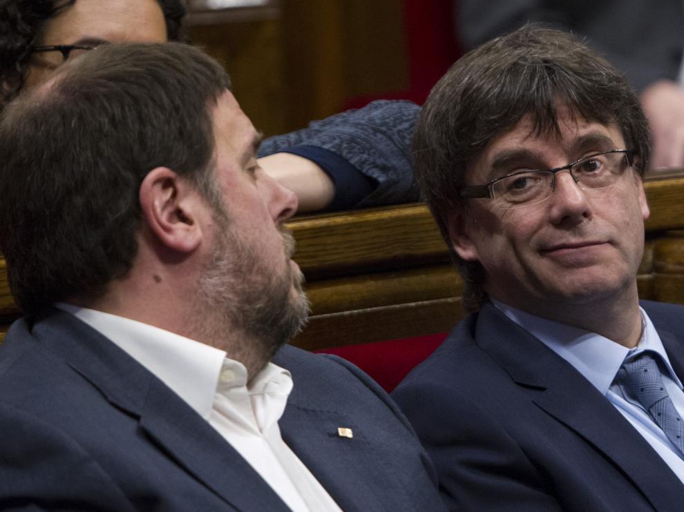 Junqueras y Puigdemont en el Parlamento catalán.
