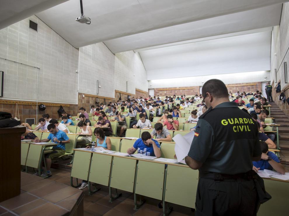 ¿Guardias civiles como examinadores de Tráfico?