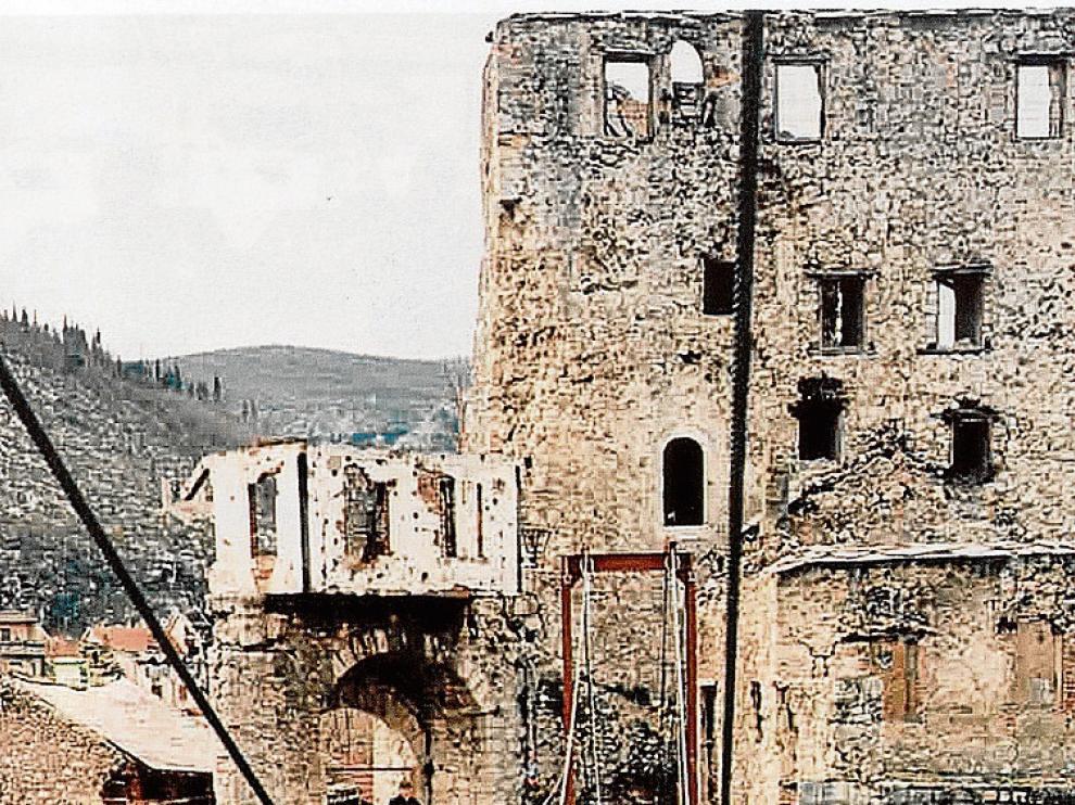 La Agrupación Aragón montó en su misión entre 1995 y 1996 una pasarela sobre el río Neretva, para volver a unir la ciudad después de que los croatas destruyeran el emblemático puente. Su reconstrucción posterior lo ha convertido en un símbolo de la reconciliación.
