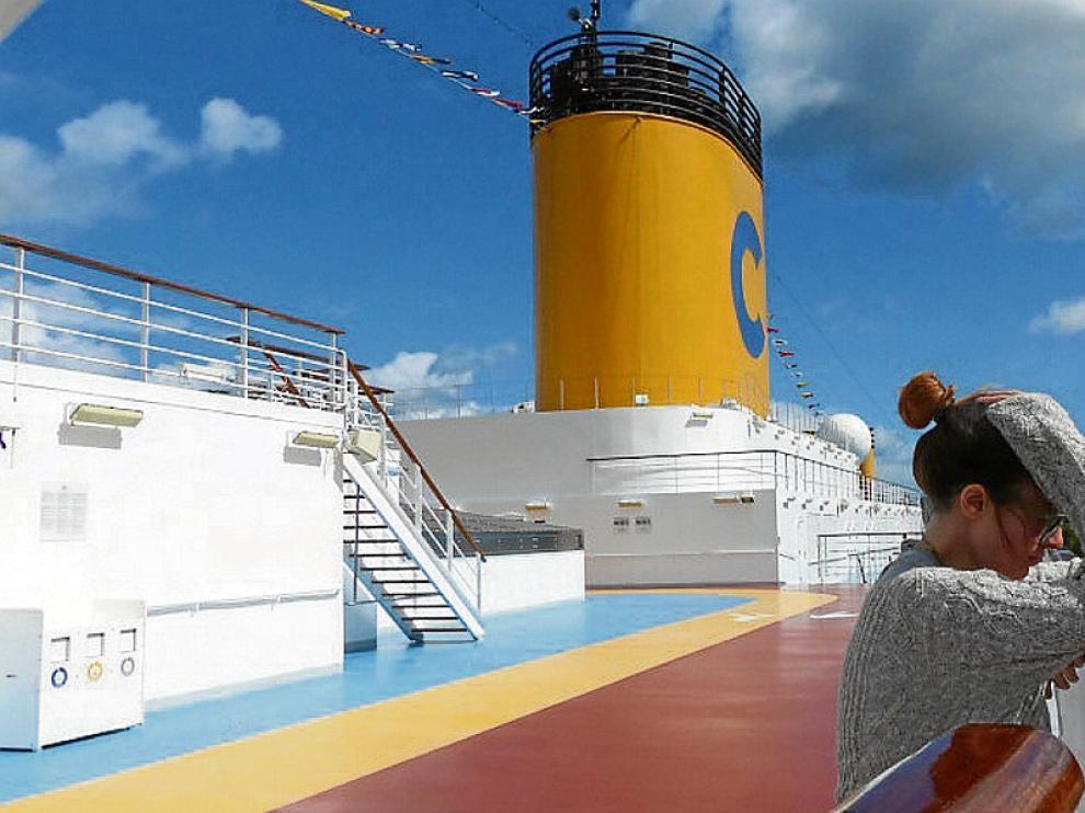 Inés Fernández-Tuesta, autora del blog 'Mis viajes por ahí', en la cubierta de un crucero.