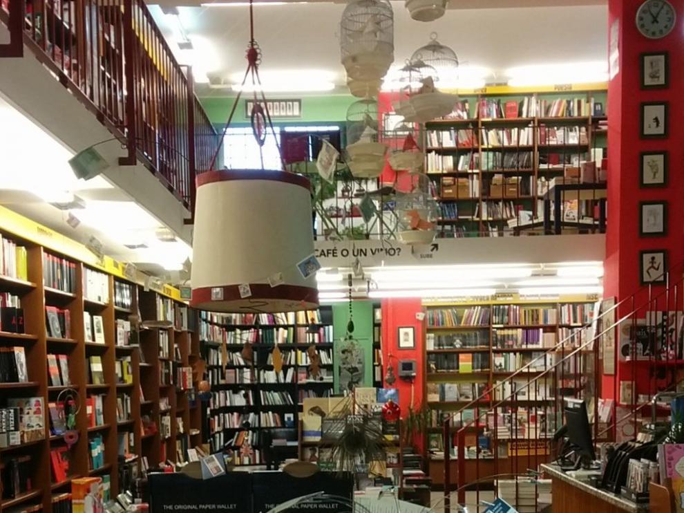 Interior de la Librería Cálamo de Zaragoza.