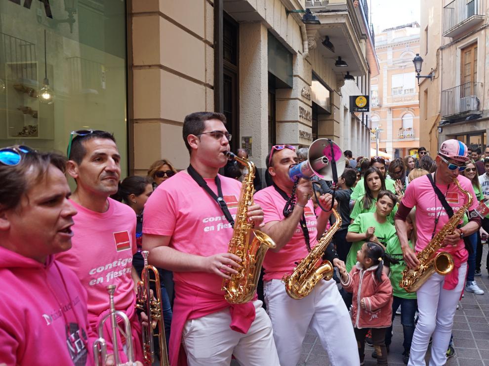 La Charanga El Pincho durante una actuación en pleno centro de Barbastro.
