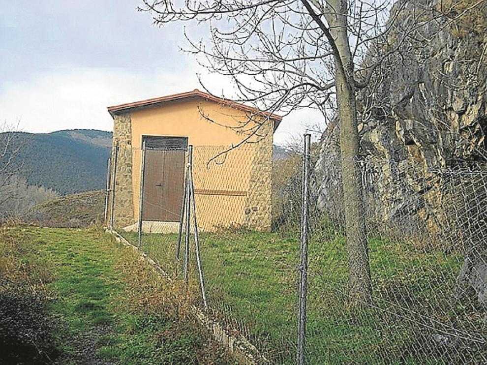 Hormigón, ladrillo y obras sin acabar a las puertas del parque natural del Moncayo
