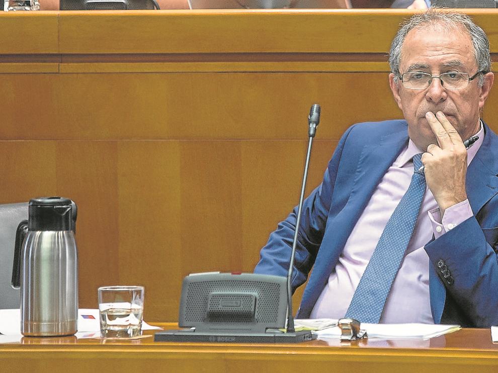 Fernando Gimeno, consejero de Hacienda del Gobierno de Aragón, en una comparecencia.