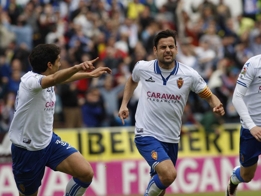 Dorca celebra su segundo gol junto a Vallejo y Rico
