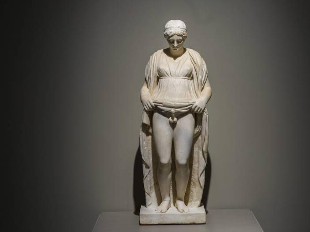 Escultura de Hermafrodito, en la exposición de Caixaforum
