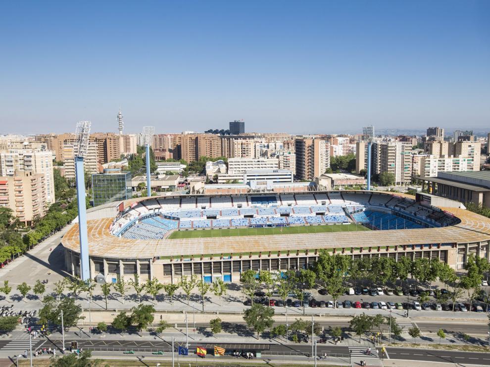 El estadio de La Romareda, inaugurado en 1957, está siendo examinado para conocer su estado.