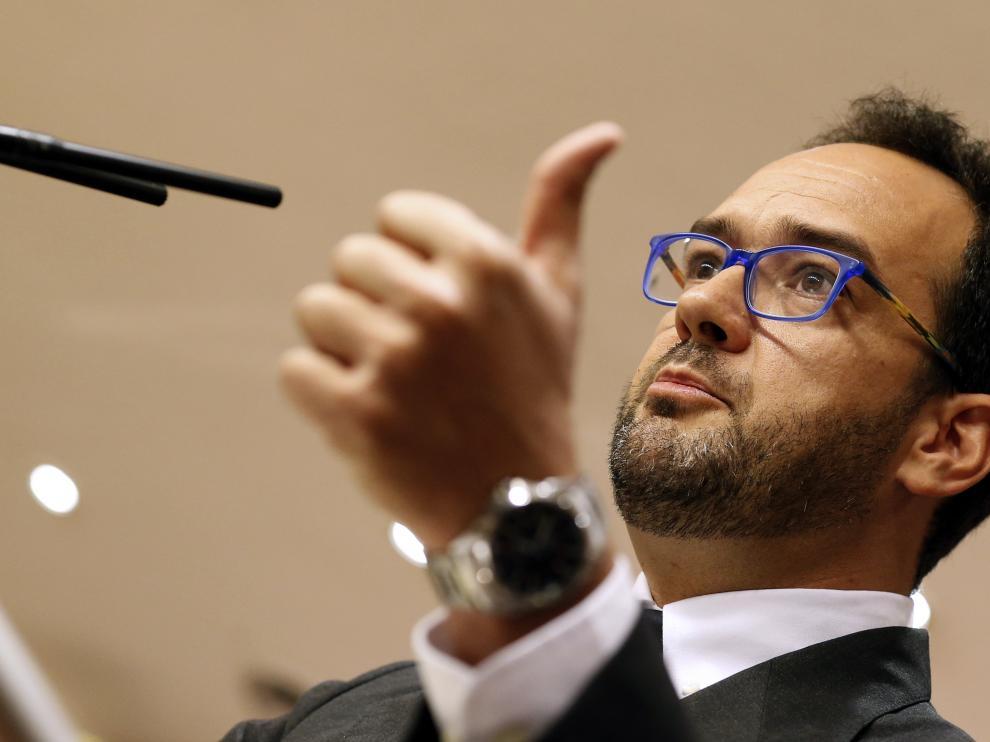 Antonio Hernando durante la rueda de prensa ofrecida en el Congreso.