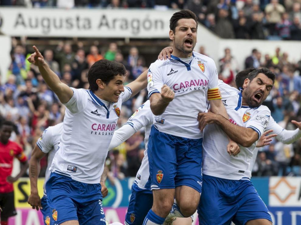 Albert Dorca celebra el 2-1 que marcó ante el Mallorca, junto a Vallejo y Culio.