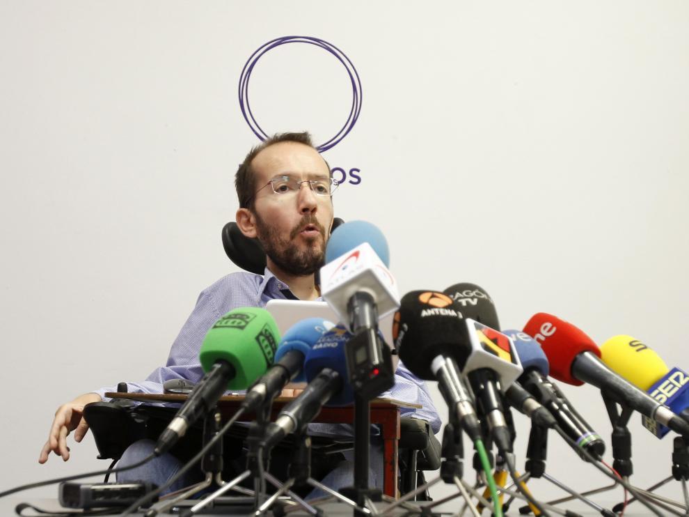 Pablo Echenique durante la rueda de prensa en Galicia.