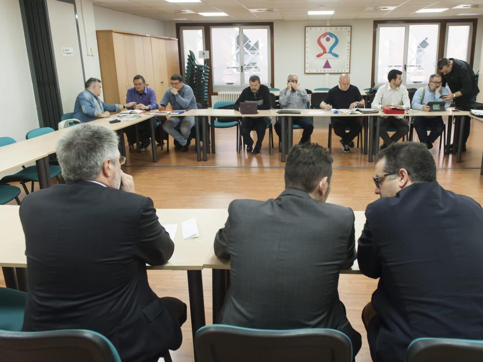 Primera reunión entre Auzsa y el comité de empresa en el SAMA tras la suspensión de los paros.