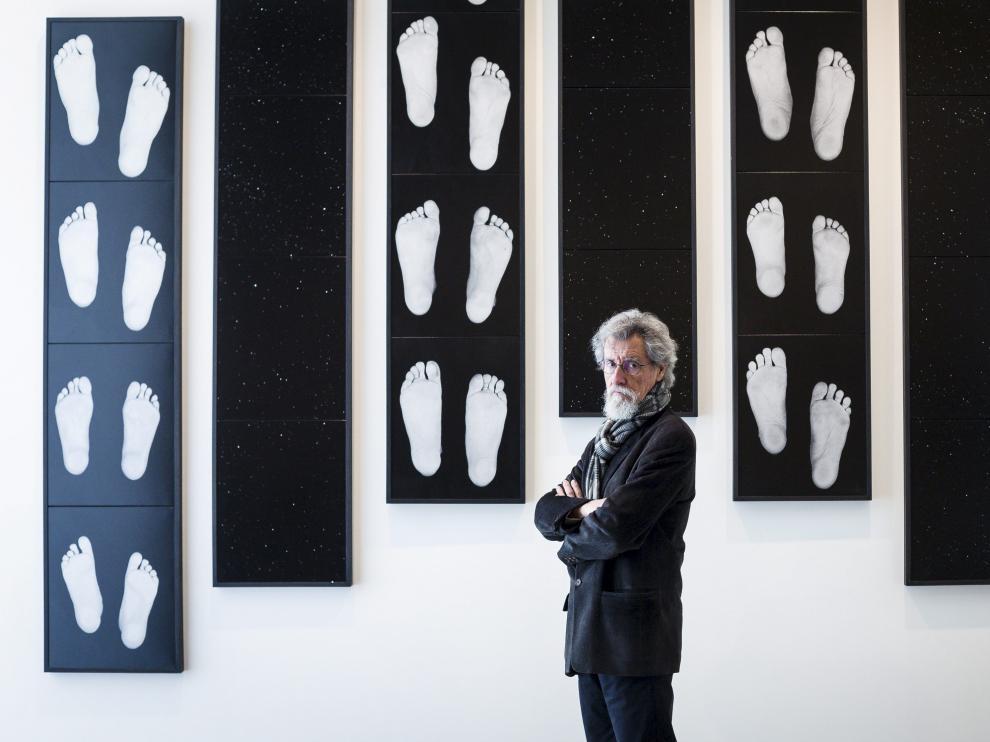 Rafael Navarro, ayer, minutos antes de inaugurar su exposición en el museo zaragozano.
