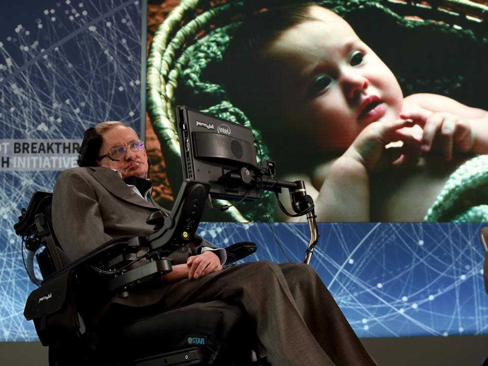 Stephen Hawking anuncia un plan para enviar sondas espaciales a las estrellas.