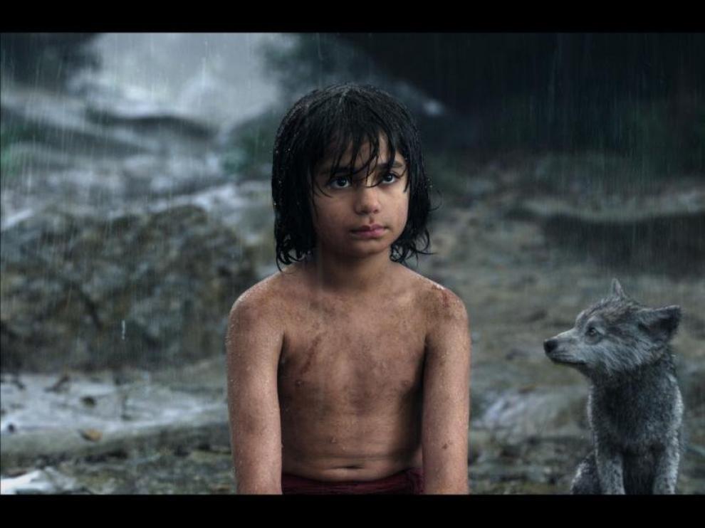 """Escena de la nueva adaptación cinematográfica de """"El libro de la selva""""."""