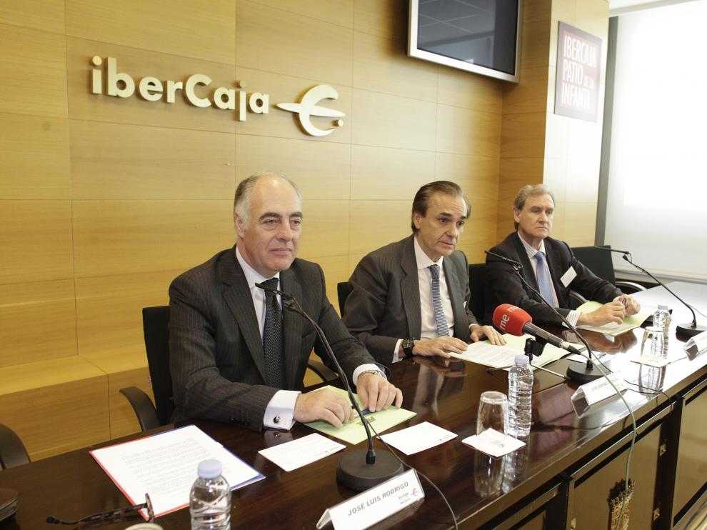 José Luis Rodrigo, director gerente de Ibercaja Leasing, José Coronel de Palma, presidente de la Asociación y Manuel García Fernández, secretario general de la Asociación.
