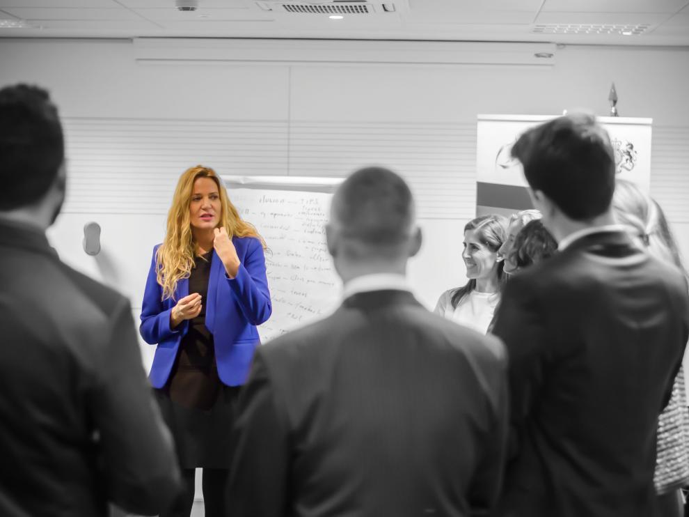 La 'coach' y socia fundadora de In crescendo, Nuria Sáez, en una formación para directivos.