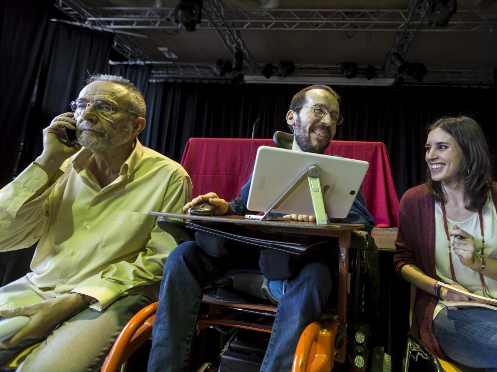 Pablo Echenique e Irene Montero en la asamblea abierta al público esta tarde en Zaragoza.