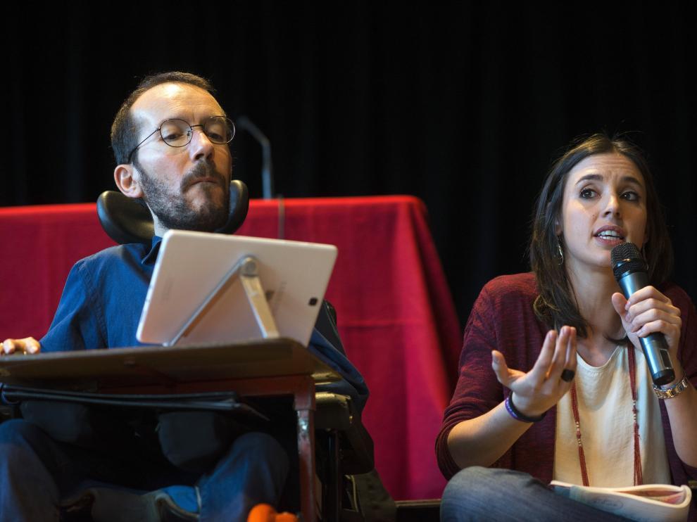 Pablo Echenique e Irene Montero durante la asamblea abierta a la ciudadanía en Zaragoza.