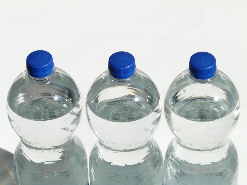 Cerca de 700 afectados de gastroenteritis tras beber agua embotellada