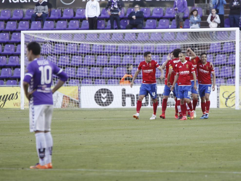 Los jugadores del Real Zaragoza celebran uno de los goles en el partido de la pasada temporada