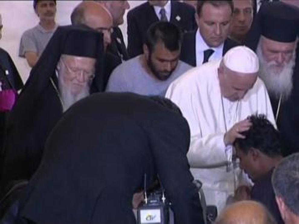 El Papa se vuelca con los refugiados de Lesbos