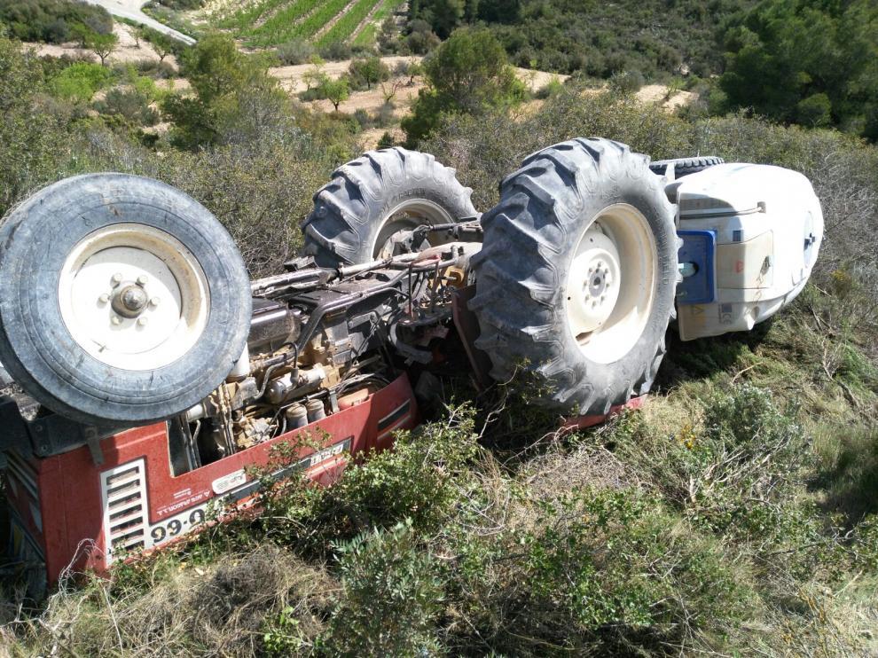 Un fallecido tras volcarle el tractor en Mequinenza