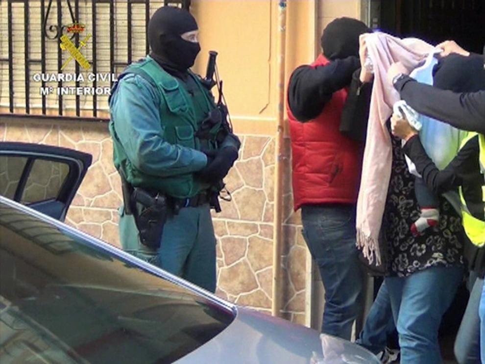 Momento de la detención de la pareja vinculada al yihadismo.