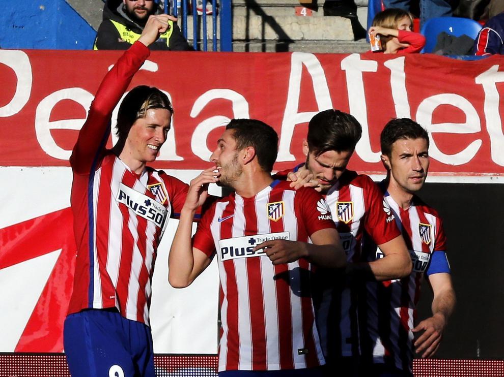 Los jugadores del Atlético celebran uno de los goles de la tarde.