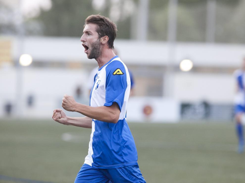 Kevin Lacruz, protagonista del partido, celebra un gol