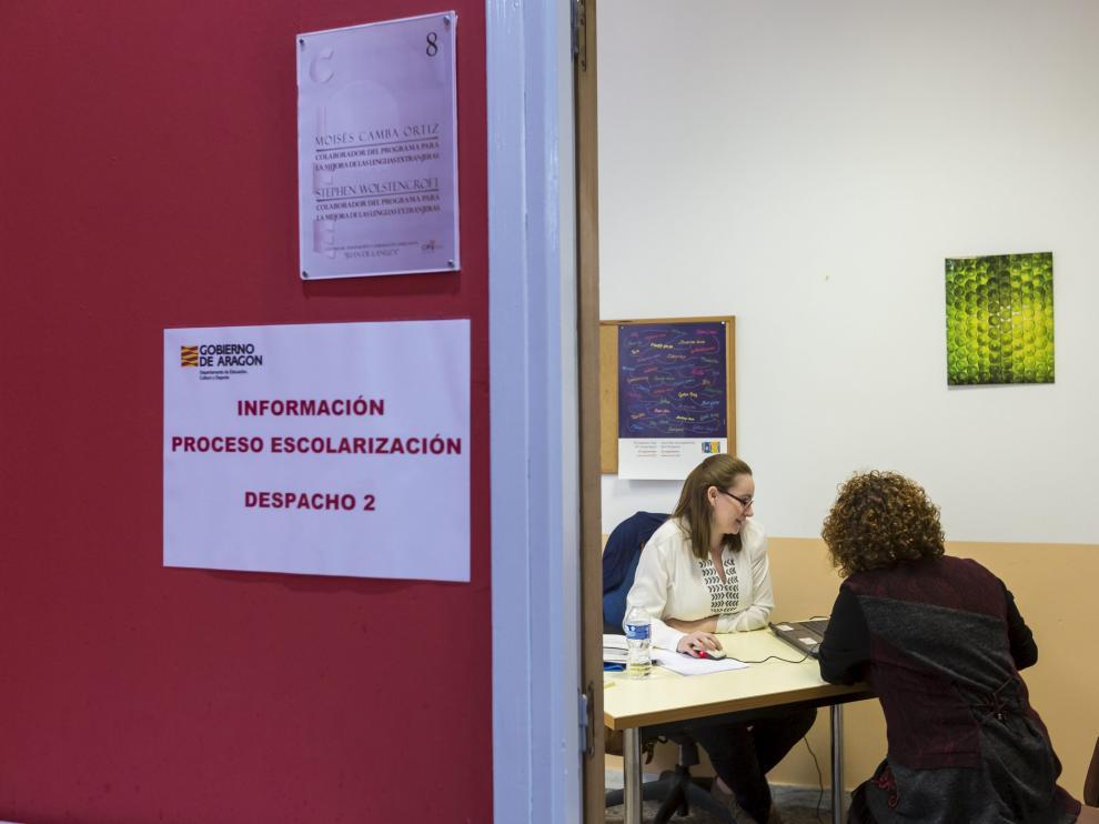 El CIFE Juan de Lanuza (Zaragoza) ofrece información a las familias sobre el proceso de escolarización.