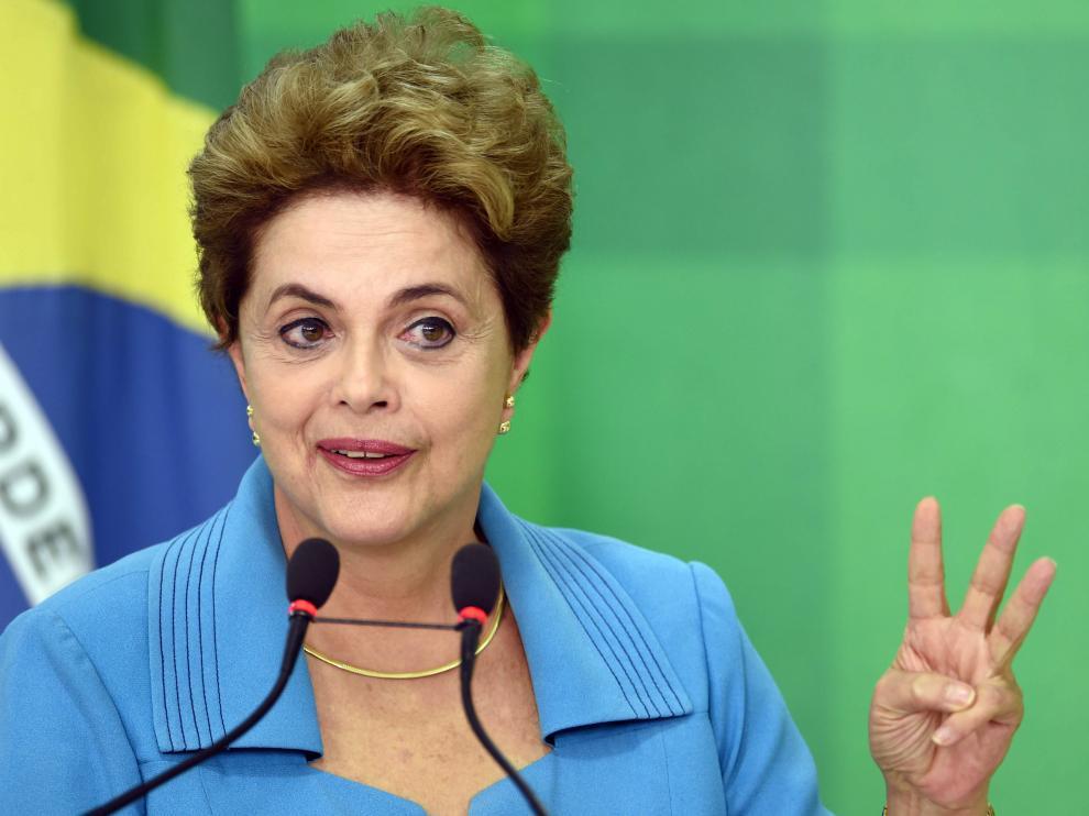 La presidenta de Brasil, Dilma Rousseff, este lunes durante una rueda de prensa.