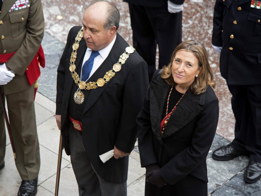 El alcalde de Granada, José Torres Hurtado, y la concejal de Urbanismo, Isabel Nieto.