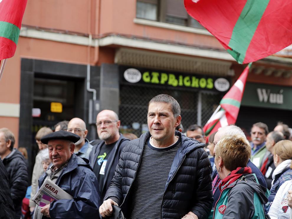 El líder de EH Bildu Arnaldo Otegi (c) en la manifestación de expresos y antiguos huidos de ETA