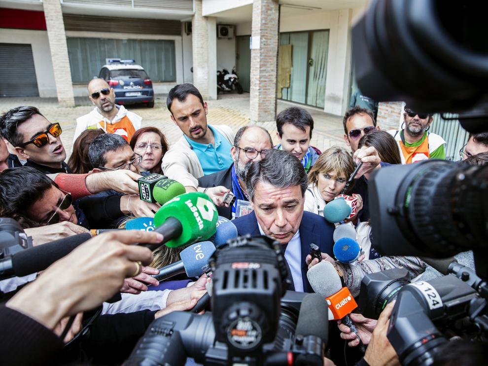 El expresidente de la Comunidad de Madrid Ignacio González atiende a los medios de comunicación a su salida hoy del Juzgado de Instrucción número 5 de Estepona