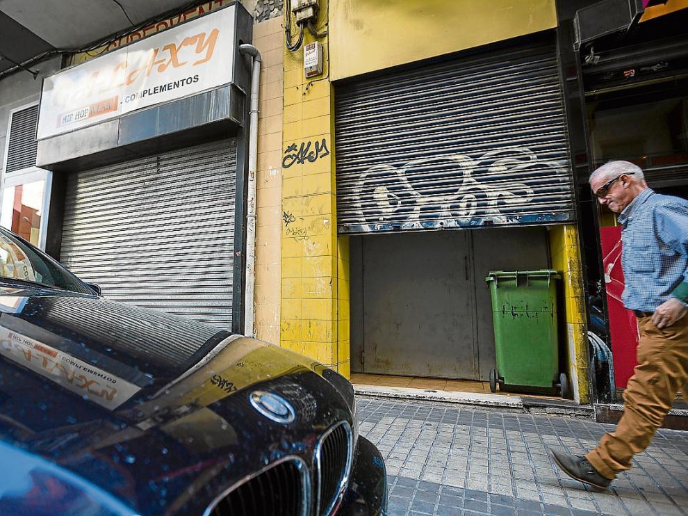 Al casino se accedía por la puerta trasera del restaurante los Delfines, ubicada en la calle de Ávila.