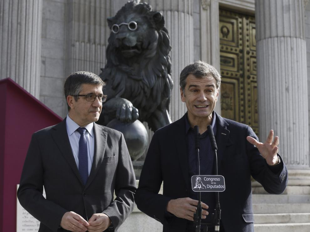 Los leones del Congreso se ponen lentes para homenajear al autor del Quijote