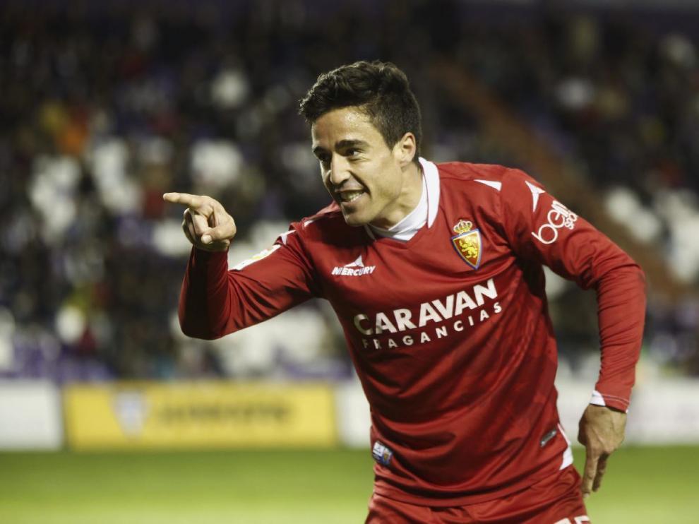 Pedro celebra su gol, el 1-2 que dio el triunfo al Real Zaragoza en Valladolid, poco antes de ser expulsado.