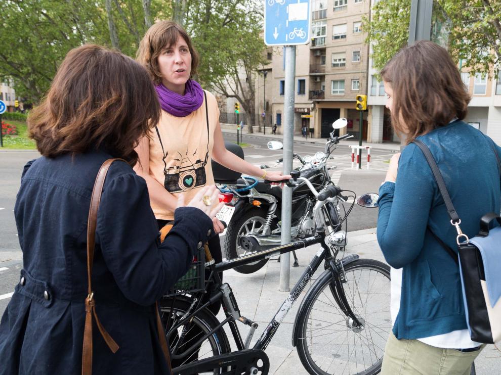 Teresa Artigas en un acto junto al recién inaugurado carril-bici del Puente de Hierro.