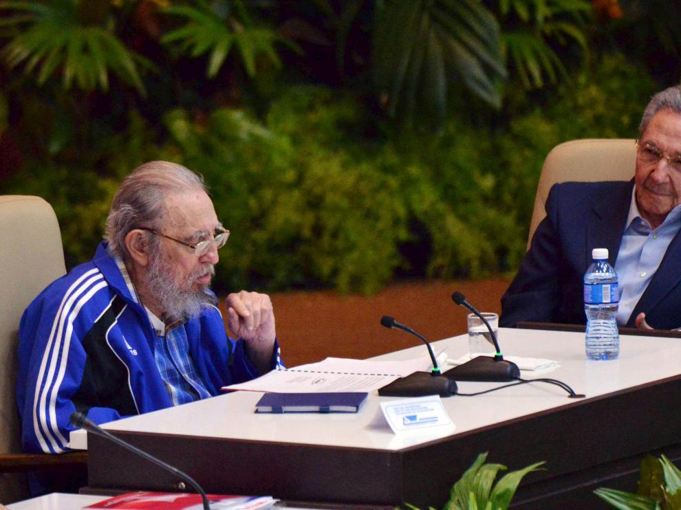 Fidel Castro y Raúl Castro, este martes en La Habana.