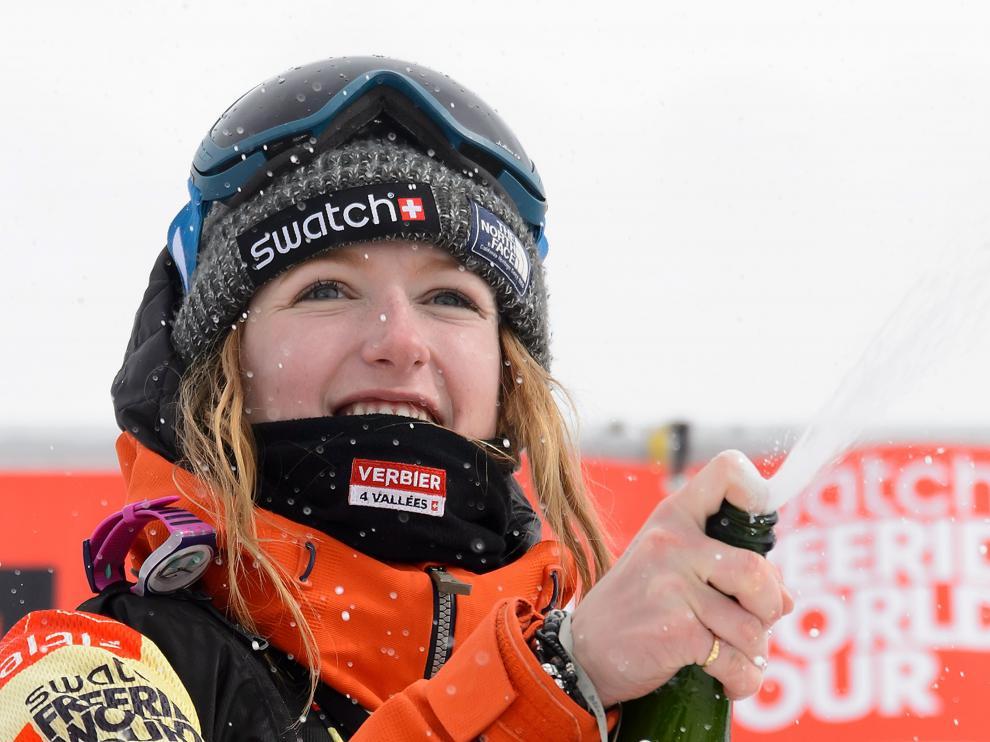 Estelle Balet, campeona del mundo de snowboard extremo, ha muerto a los 21 años en una avalancha.