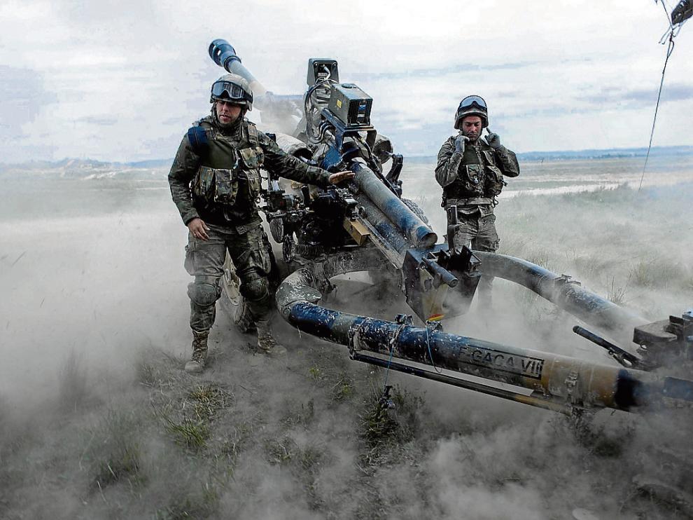 Los artilleros del Ejército de Tierra practicaron ayer su puntería en San Gregorio.