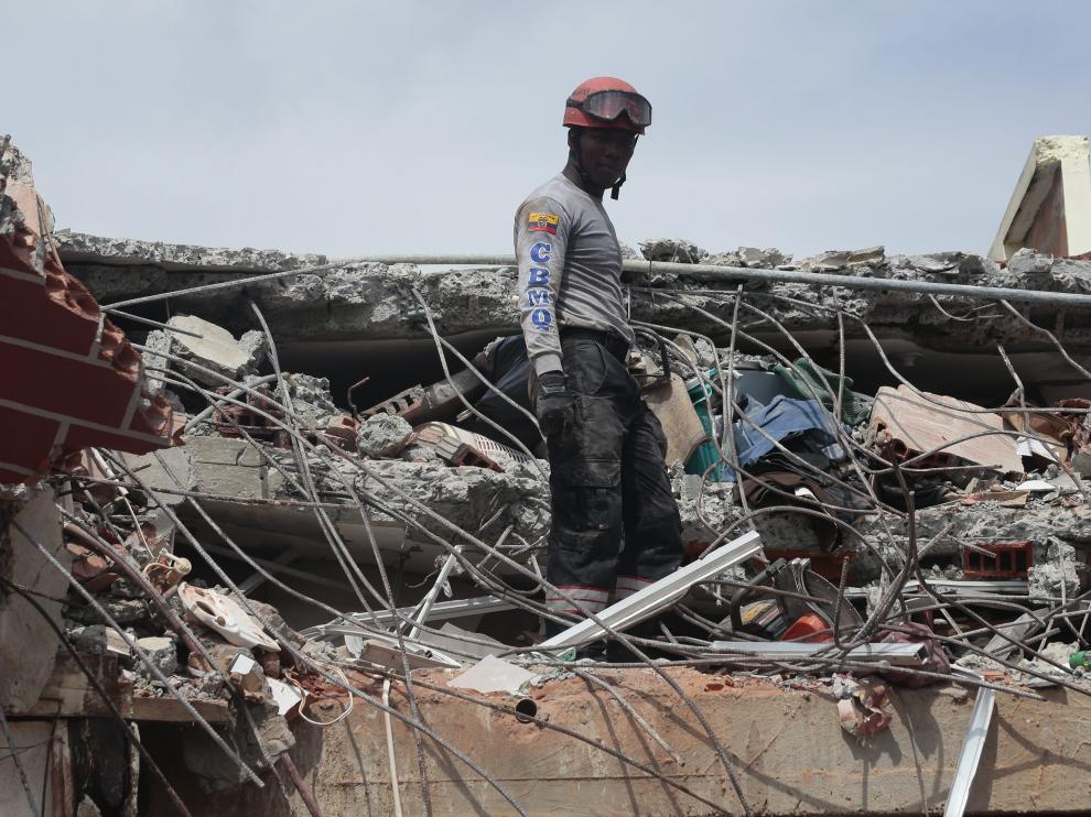 El Gobierno ha calificado el terremoto como la mayor catástrofe ocurrida en el país desde hace 67 años.