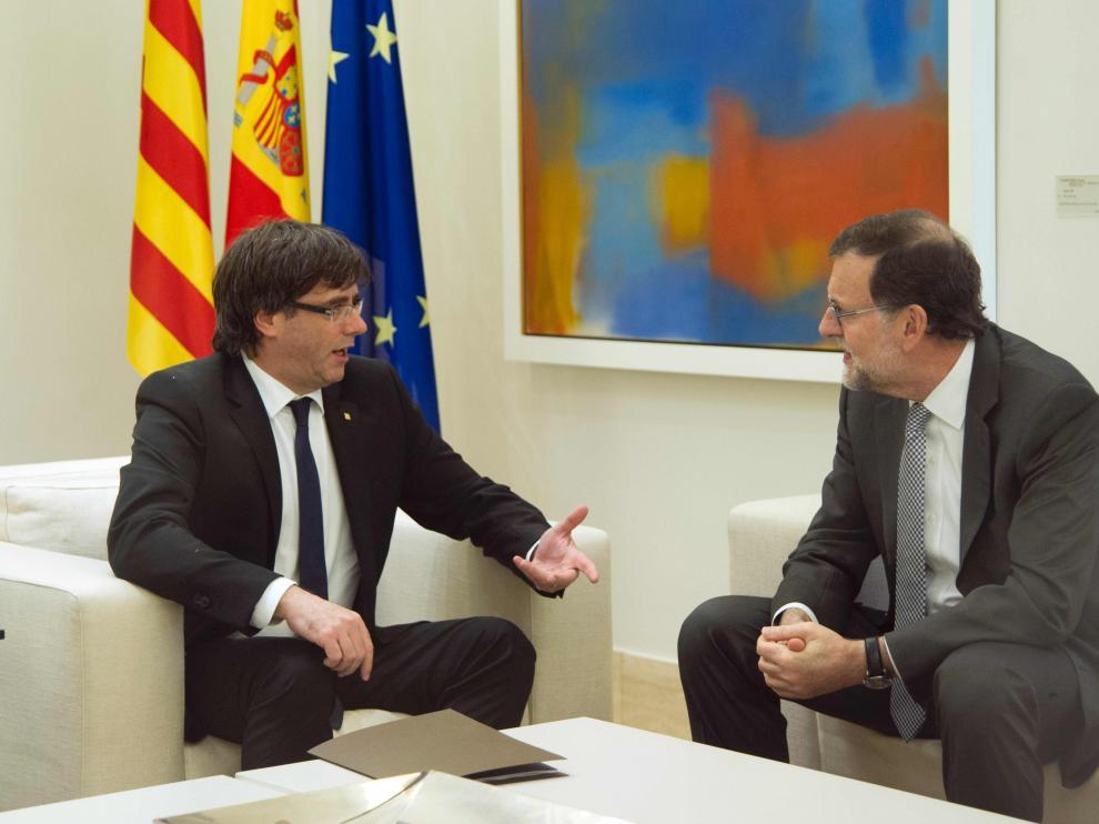 Rajoy y Puigdemont en una imagen de archivo.