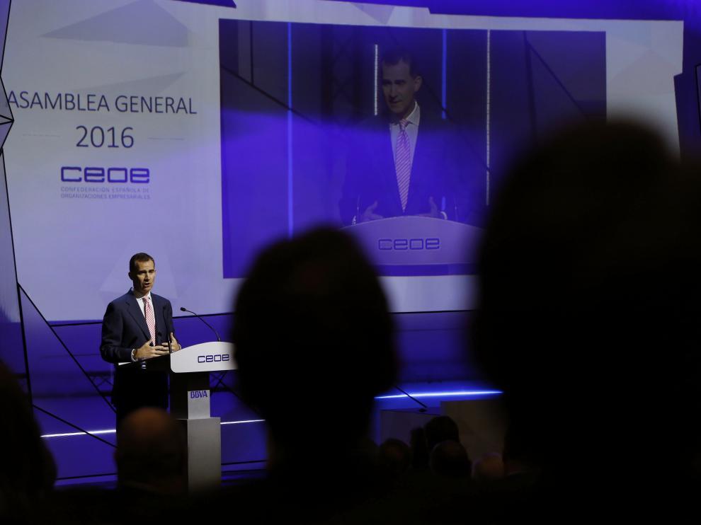 El Rey, en la asamblea de la CEOE.