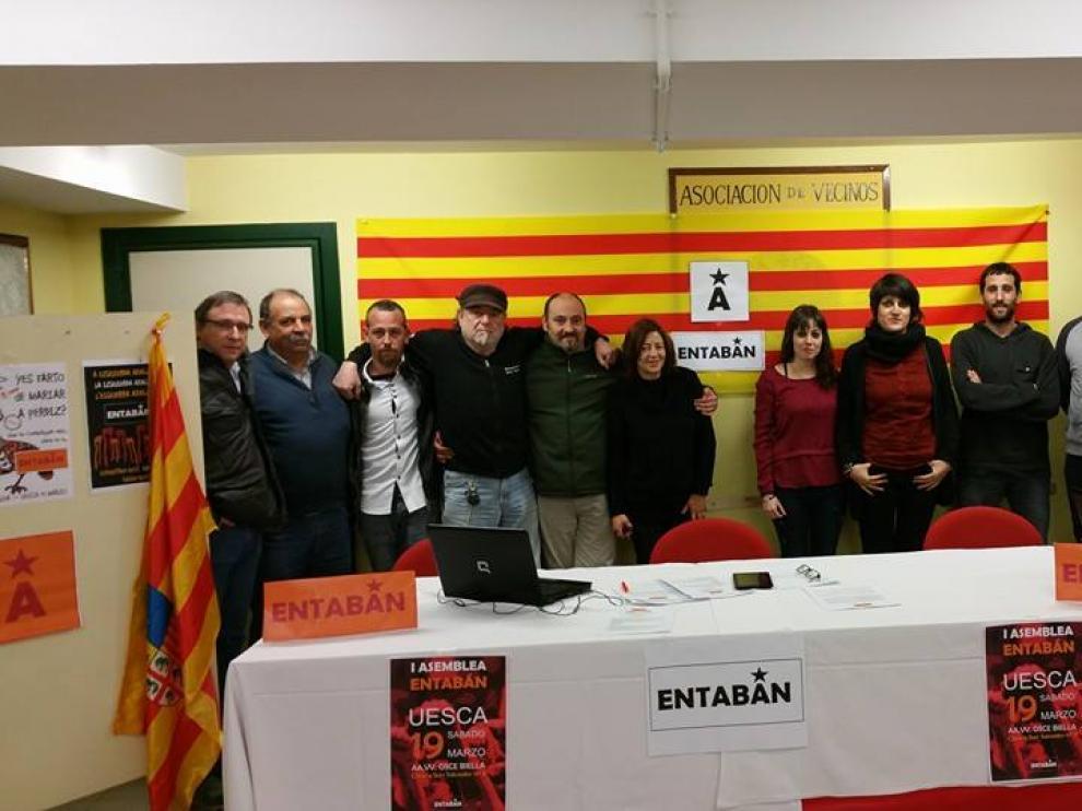 Miembros del movimiento político Entabán Huesca.