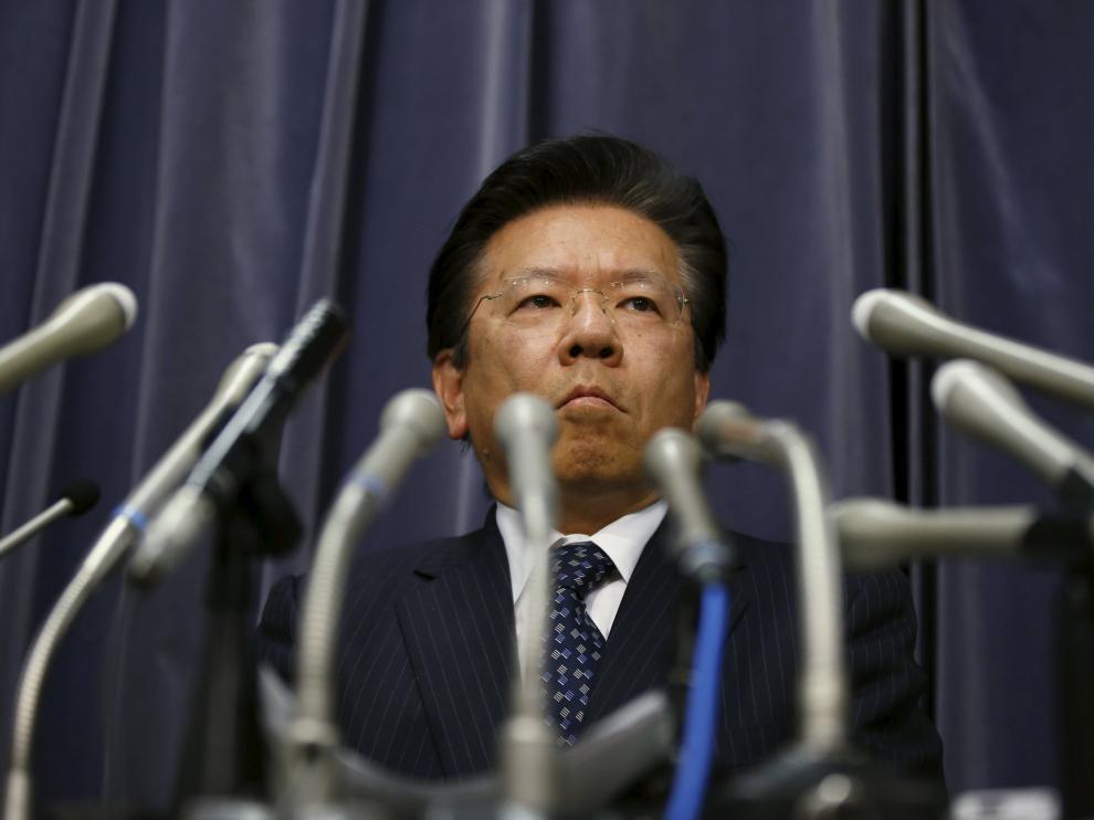 Tetsuro Aikawa, presidente de Mitsubishi, atiende a los medios